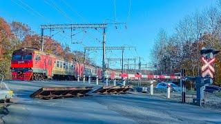 RailWay. Russian Railway Crossing. Train ED9T/Проезд железнодорожного переезда электропоездом ЭД9Т