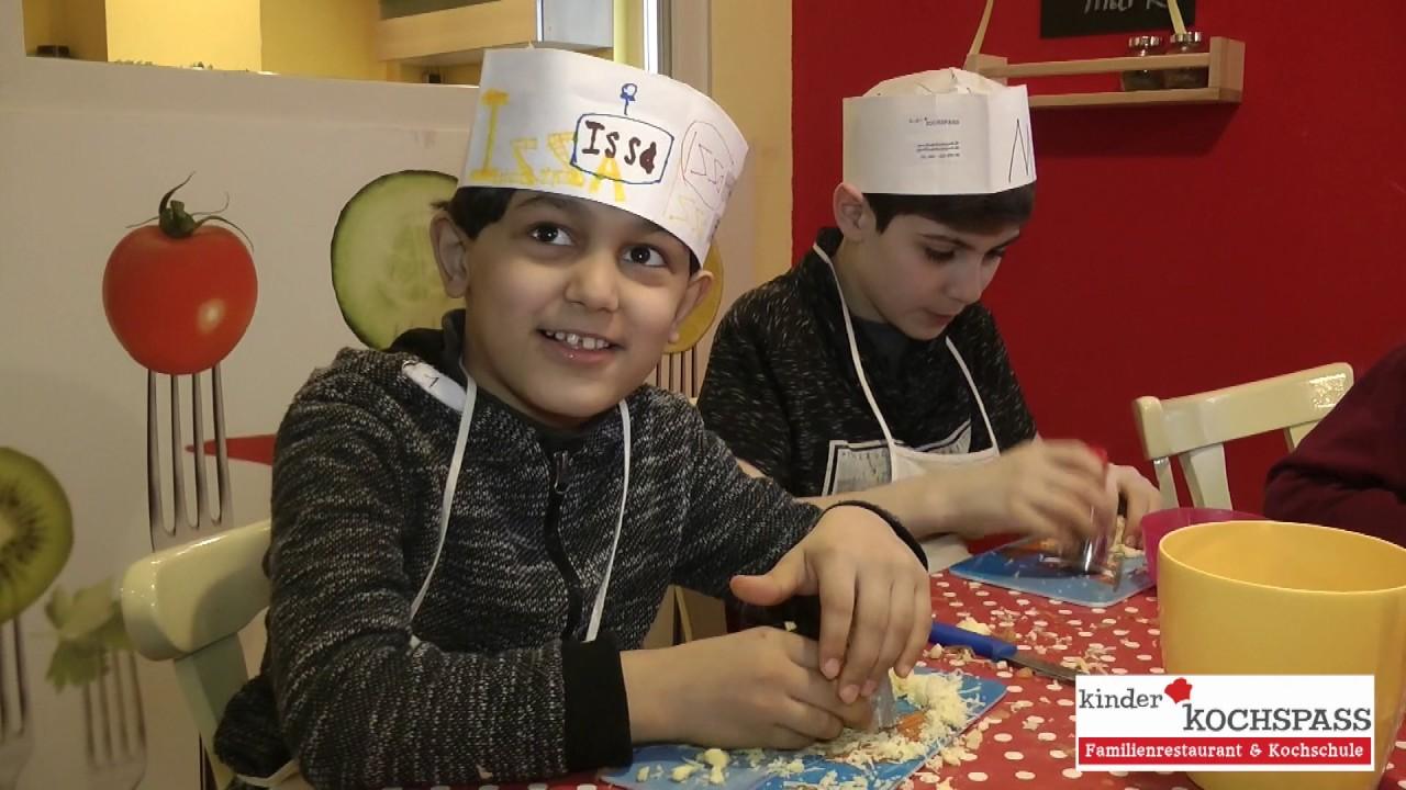 Projekt für Willkommensklasse beim Kinder KOCHSPASS - YouTube | {Kochschule für kinder 66}