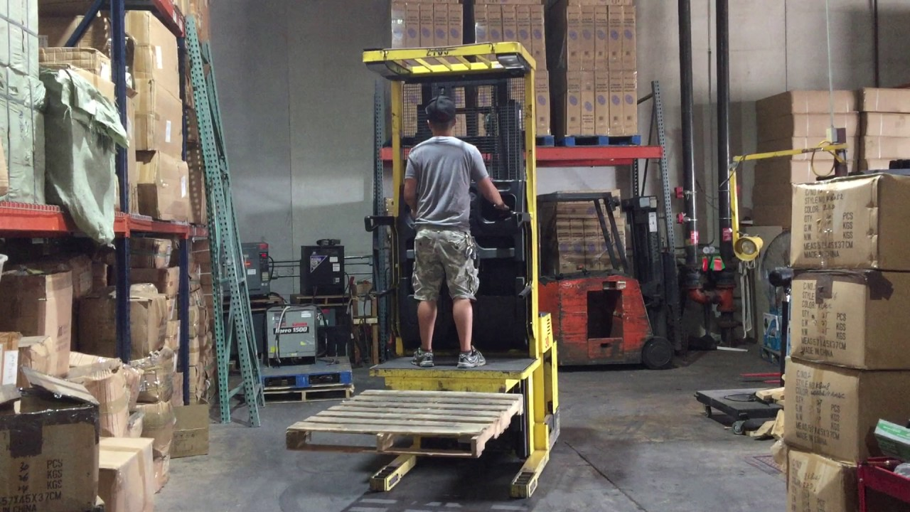 Hyster R30XMS2 order picker forklift, 100% Deka battery, Ready to Work!