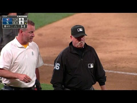 TOR@SEA: Umpire Joyce leaves after being struck