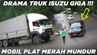 Download Mobil Plat Merah Disuruh Mundur PKJR, Drama Terlama Truk Isuzu Giga Ngesot di Sitinjau Lauik