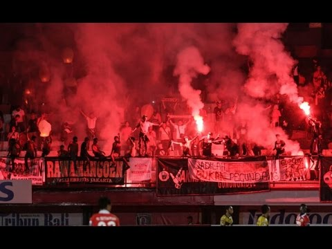 Ultras World - Ultras Persija, Riot And Pyro Show
