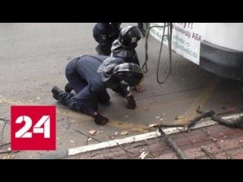 Под троллейбус в Орле попали пассажиры маршрутки - Россия 24