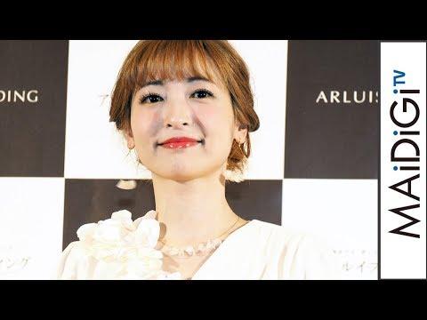 神田沙也加、まるでリゾート婚の花嫁? 純白ドレスで左手薬指にリングも