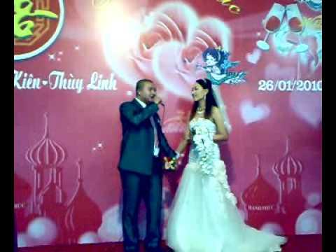 Chú rể hát tặng cô dâu
