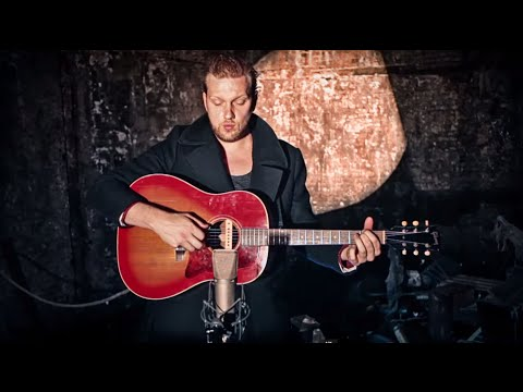 Alexander Wolfe - The Mirror and the Moon [from 'Alice's Adventures Underground']