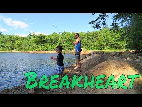 Pescando no lago em BreakHeart Reservation Saugus Massachusetts