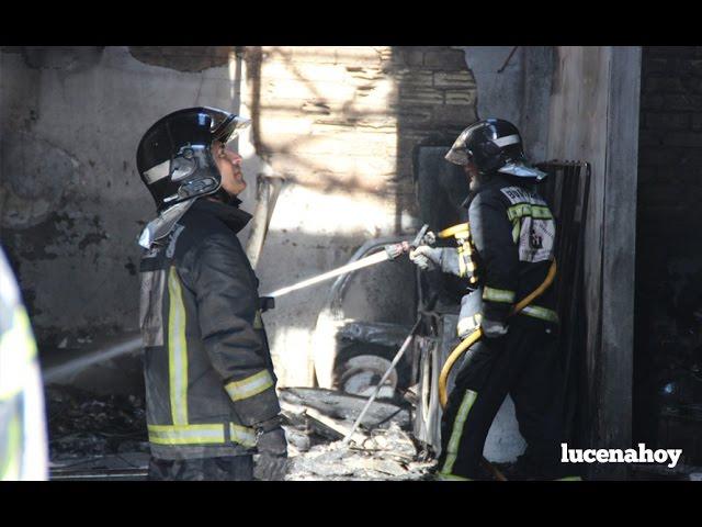 Vídeo: Un incendio destruye una nave industrial en el Callejón de Torremolinos