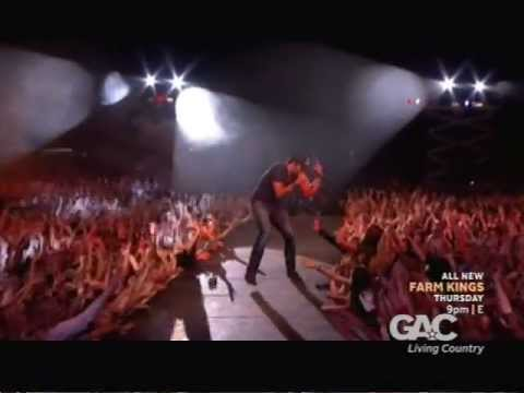 Luke Bryan - 2013 Farm Tour Special - I Don't Want This Night To End