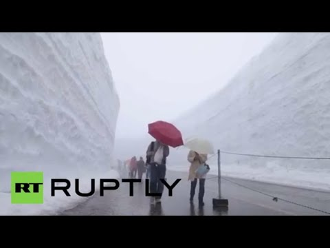 'Snow Wall' phenomenon in Japan (drone footage)