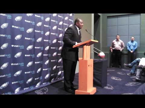 Leonard Weaver announces his retirement as a Philadelphia Eagle
