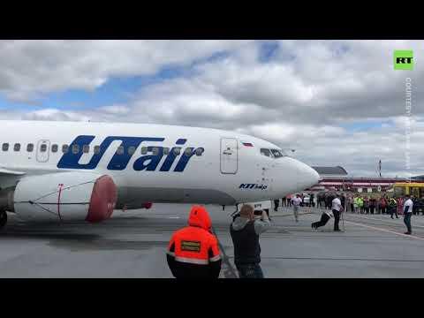 15m in 39 sec | 'Siberian Bear' pulls 40-ton Boeing 737-500 plane