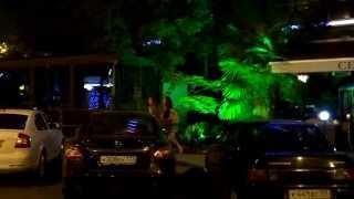 Город Сочи - Третья столица ночью. SOCHI - RUSSIA - 2014(Покажу фрагмент ночной жизни города.После спектакля как и положено решили пройтись по ночному Центральном..., 2014-08-10T10:35:59.000Z)