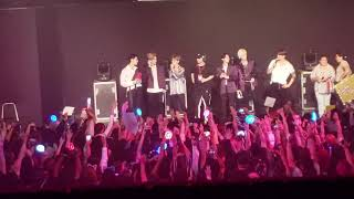 VAV - 8.Fan Question & Fans on stage (Puerto Rico/April/28/2019)