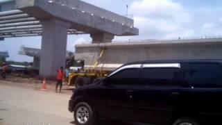 Cuma 9 menit proses pengangkatan jembatan Fly over dr truck dgn alat berat diKalimalang