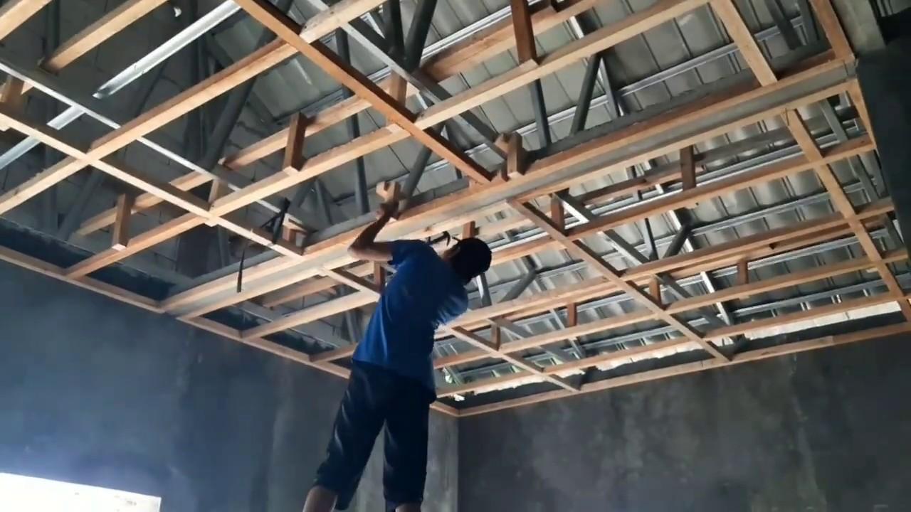 Teknik Pasang Plafon Untuk Atap Sendiri Bisa Untuk Ternit Grc Gypsum Pvc Triplek Dan Kalsiboard Youtube Cara memasang plafon triplek