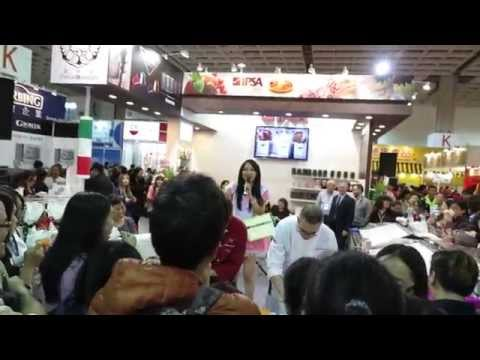 萱萱中英主持烘培展(聚眾熱場)Taipei Int'l Bakery Show 2015 台北國際烘焙暨設備展 IPSA 活動主持 中英文活動主持人 歐陽萱萱 MVI 7363