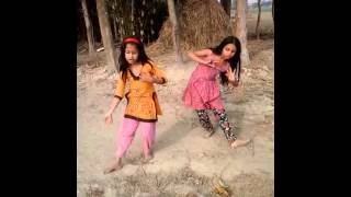 """Dhum Tana Na Jibon Take Hoyni Zana"" Bangla song dance by two small girls"