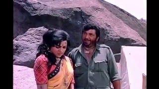 Gabbar flirts with Basanti !!!