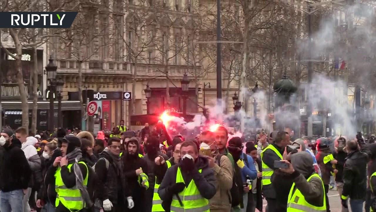 17-я акция протеста: полиция применила против «жёлтых жилетов» водомёты