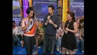 Kelly Clarkson - TRL Interview with Rihanna (Part 2) - 2007