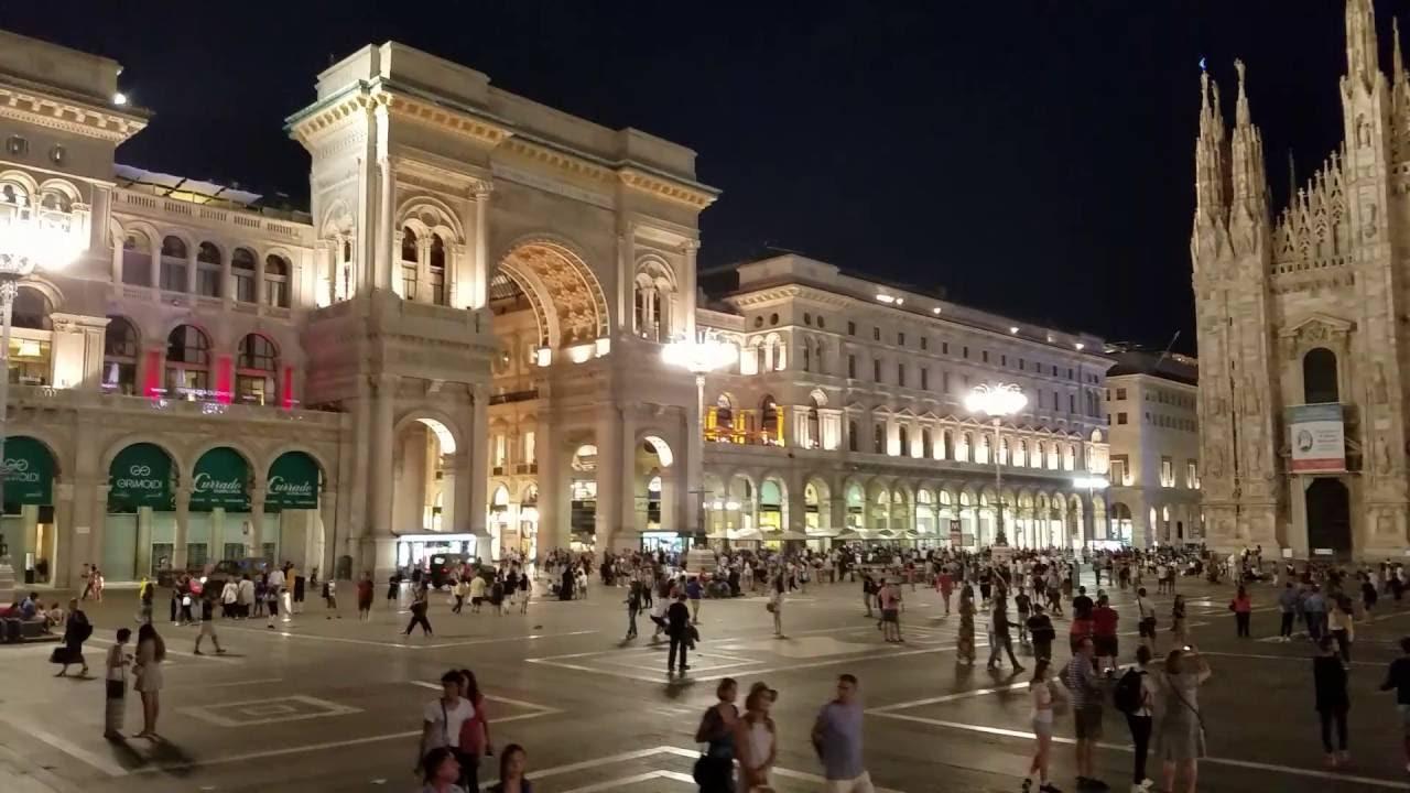 Plaza duomo mil n italia de noche youtube for Be italia