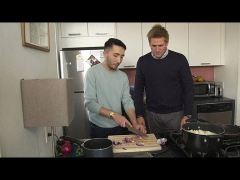 Chef Curtis Stone's Cooking Lesson For A Self-Proclaimed 'Worst Cook'