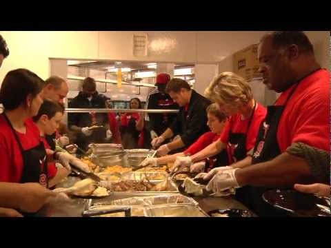 Deng joins Bulls in serving Thanksgiving dinner to more than 700 in need