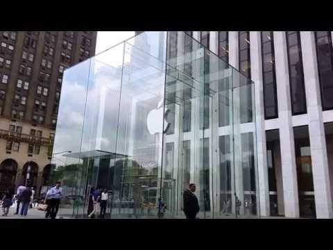 Apple Store on Fifth Avenue, midtown Manhattan, New York City