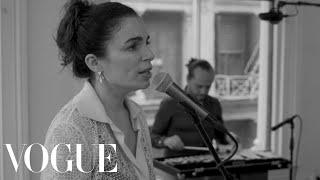 "Yael Naïm Preforms ""Trapped"" Off Her Latest Album, Older"