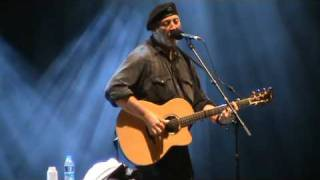 Watch Richard Thompson The Sun Never Shines On The Poor video