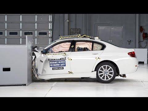 2014 BMW 5 series driver-side small overlap IIHS crash test