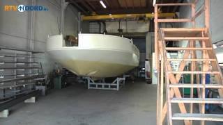 Varende woonboot te water