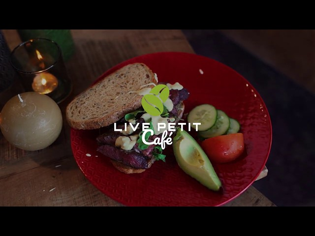 LIVE PETIT CAFÉ steak sandwich