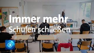 """In der corona-krise macht ein neues wort die runde: """"salami-lockdown"""". deutsche lehrerverband meint damit, dass scheibchenweise immer mehr schulen sc..."""