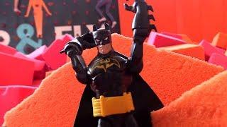 Бэтмен (BATMAN) на БАТУТЕ! Куда сходить с ребенком? БАТУТЫ - развлечение для детей(, 2016-08-29T06:04:26.000Z)