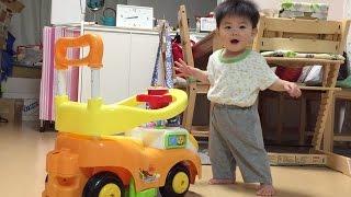 大いなる一歩!赤ちゃん初めて歩けました!の瞬間