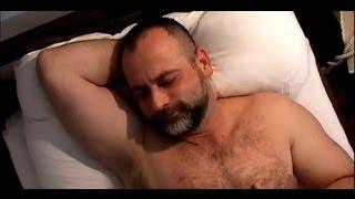 VIDEO ΣΟΚ!!!  ΓΝΩΣΤΟΣ ΤΡΑΓΟΥΔΙΣΤΗΣ ΠΑΙΡΝΕΙ ΠΙΠΑ ΣΕ ΕΠΙΧΕΙΡΗΜΑΤΙΑ!!!