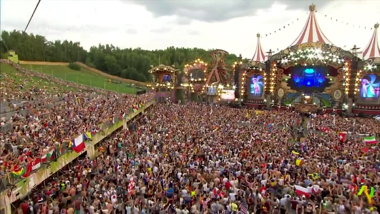 crowd singing about tomorrowland 2017 channel 1 main fri ... What A Crowd What A Stage Tomorrowland 2013 In Photos