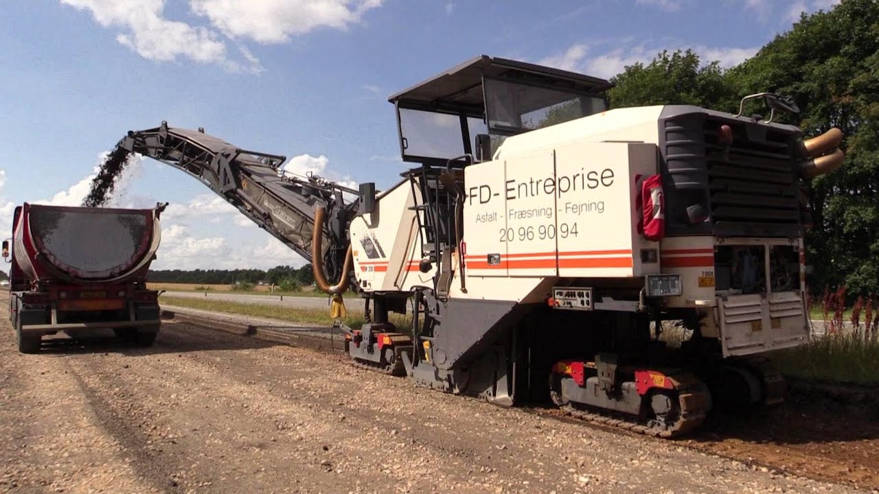 wirtgen w210 milling machine removing asphalt youtube