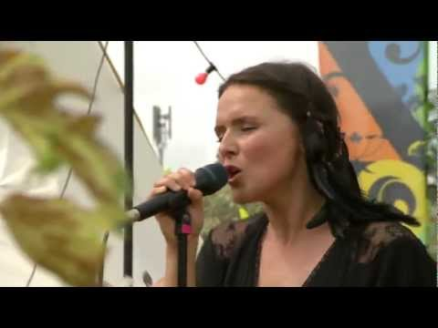 Emiliana Torrini - Jungle Drum (Live In Glastonbury 2009)
