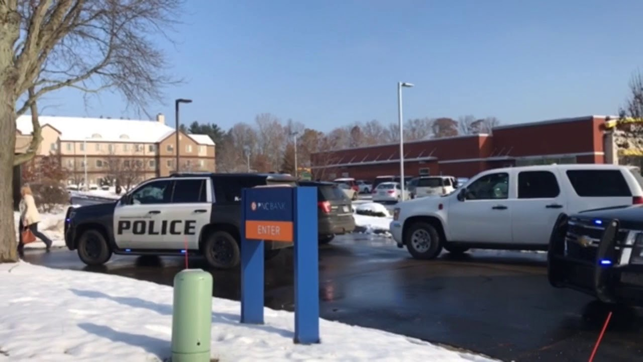 Police investigate bank robbery at PNC Bank on Stadium Drive in Kalamazoo