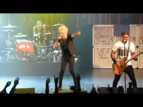 SUM 41 I My direction + What we're all about + We will rock you  Live @ Paris Trianon 22.02.2016