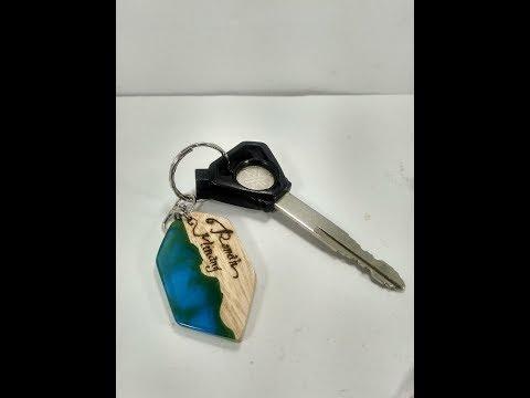 DIY cara membuat kerajinan aksesoris gantungan kunci resin dan kayu