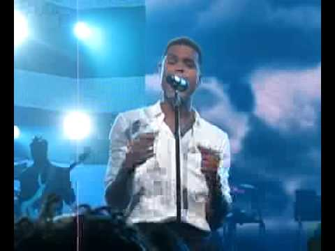 """Maxwell performs """"Ascension"""" for the Grammy Museum Benefit"""