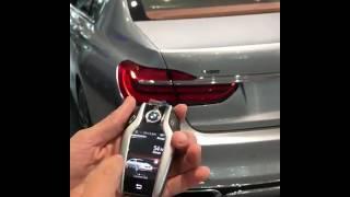 BMW série 7 estaciona por controle remoto