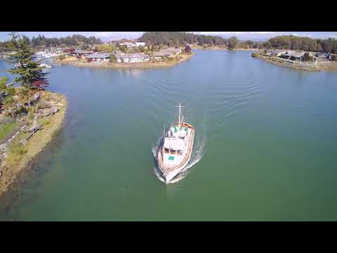 YUN00001 AUG 2017 Pat Holland piloting drone of Keith  entering Shelter Bay in Tranquil 32