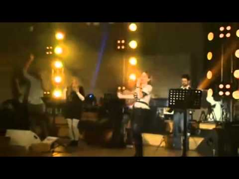 "Mighty To Save - Ana Paula Valadão Bessa (Diante do Trono ""Before The Throne"") - English"