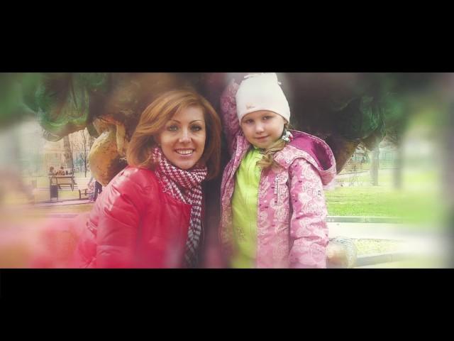 Изображение предпросмотра прочтения – АлександраКозлова читает авторское произведение «Право на жизнь и семью нам дано. Счастье детишкам приносит оно.»