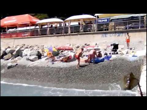 Пляжи поселка Утес.ЮБК Сколько туристов и цены.Набережная в Утесе.